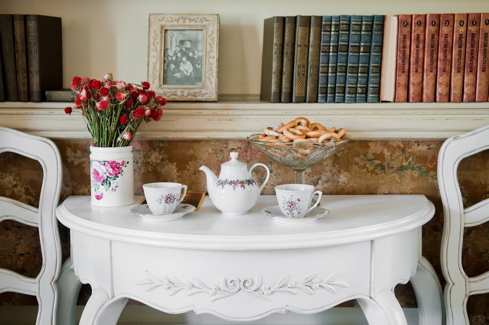 Tips on vintage decorating guest post the good girls guide Vintage home architecture