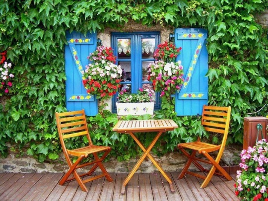 Bright Outdoor Nook
